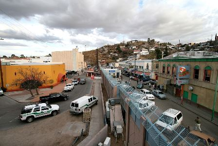 menneskesmugling 1024px Mexican American border at Nogales